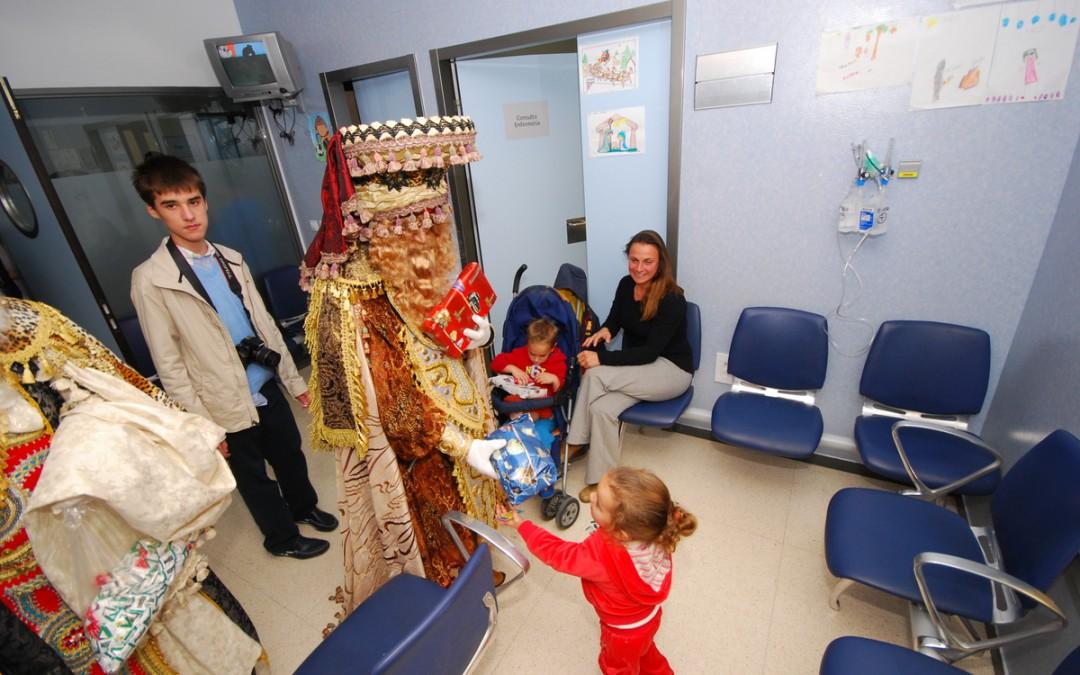 Los niños del Área Sanitaria Málaga-Axarquía reciben la visita de los Reyes Magos de Oriente