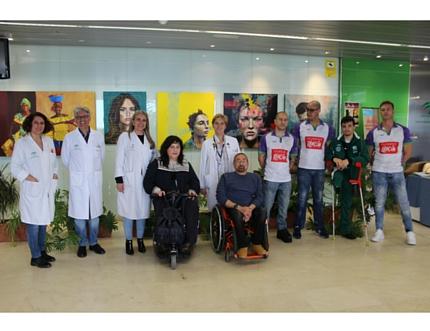 Los niños y niñas del Hospital Comarcal de la Axarquía celebran el Día del Niño Hospitalizado con la visita de los jugadores del Clínicas Rincón-Amivel