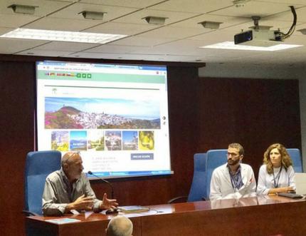 El Área Sanitaria Axarquía presenta el blog 'Axarquía es +' a la Mancomunidad y a las Asociaciones de Pacientes