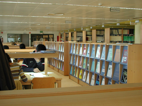 Vista de la biblioteca del hospital