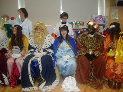 SS.MM. Reyes Magos entregan regalos a los niños hospitalizados