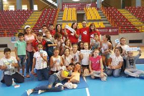 Profesionales de la UCI del hospital forman a jóvenes en el Día Europeo de concienciación ante la Parada Cardiaca