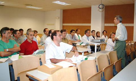 Asistente al seminario de acreditación de servicios