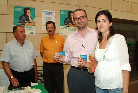 Donantes de órganos muestran su carnet