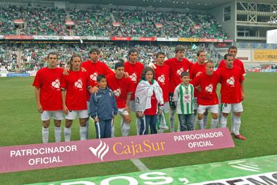 Jugadores del Córdoba con la camiseta de la donación