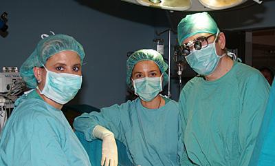 Profesionales en el quirófano del hospital