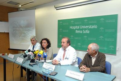 El Dr. Suarez de Lezo, acompañado de la delegada de salud y el gerente del hospital