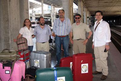 Los sanitarios cordobeses y el obispo de Bangassou Juan José Aguirre antes de iniciar el viaje