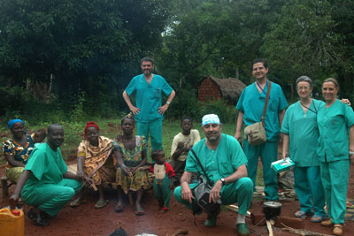 La expedición de profesionales del hospital que intervino a los pacientes de Bangassou