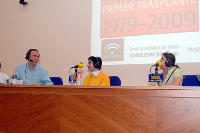 José Manuel León acompañado por Javier Sánchez y su madre