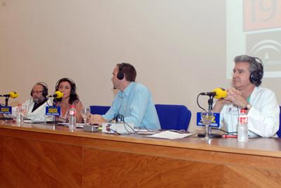 El doctor Torres, la delegada de salud, José Manuel León y Ángel Salvatierra