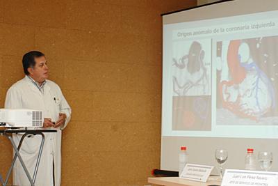 El cirujano cardiovascular Jaime Casares Mediavilla explica la técnica novedosa que se ha aplicado en Córdoba
