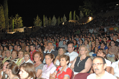 El Teatro de la Axerquía se llenó hasta la bandera con más de 3.500 espectadores