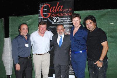 El alcalde de Córdoba, Andrés Ocaña, con Los Morancos, Queco y el gerente del hospital