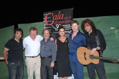 Organizadores de la gala junto a Los Morancos