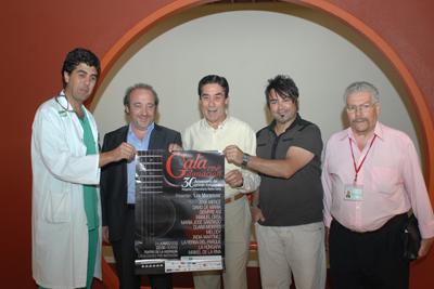 El gerente del hospital y 'Queco', entre otros, presentan el cartel de la Gala por la donación