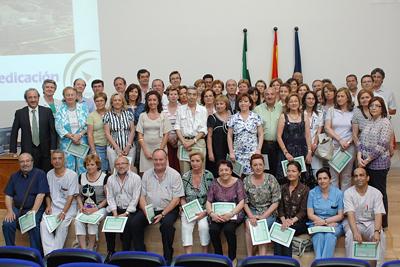 Los profesionales homenajeados hoy junto a la delegada de Salud y directivos del hospital.