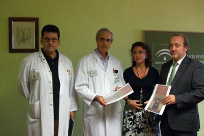 Los neurorradiólogos Francisco Bravo y Antonio Cano, la delegada de Salud y el gerente del hospital