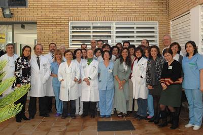 María Jesús Montero con los profesionales del servicio de Anatomía Patológica.