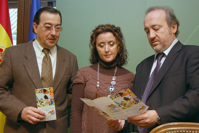 El coordinador de trasplantes, la delegada de Salud y el gerente del Hospital en la presentación del balance anual de trasplantes.