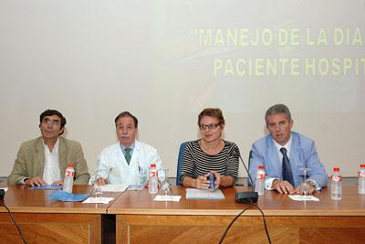 Médicos y enfermera durante la presentación del curso