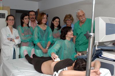 Juan Francisco de Dios Vega instruye a los especialistas que asisten al taller.