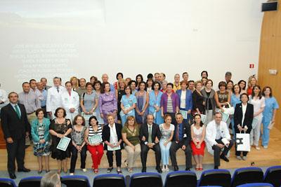 Foto de familia de todos los profesionales homenajeados