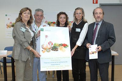 La delegada de salud -en el centro- junto al gerente del hospital -a la derecha- y otros profesionales del centro