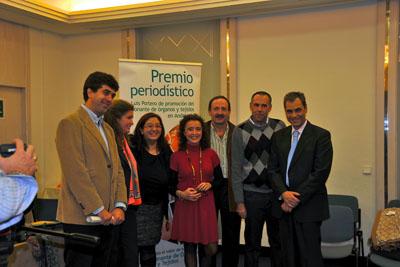 María Eugenia Vilchez y la delegada de salud, en el centro, junto a profesionales del hospital