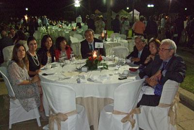 Profesionales del hospital y la Delegación de Salud durante la cena.