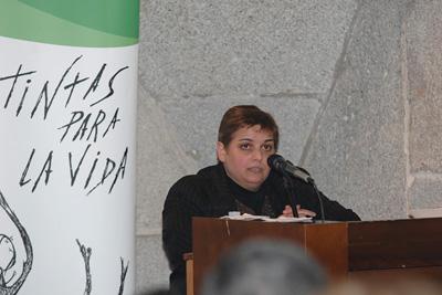 Pilar Sanabria lee su poema