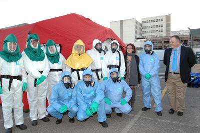 La delegada de Salud con los profesionales que participan en el simulacro