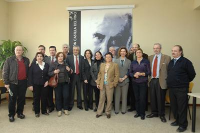 El presidente de la Junta, junto a los patronos de la Fundación Castilla del Pino