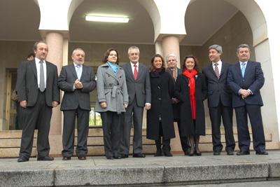 Griñán junto a Celia Fernández y representantes de las instituciones cordobesas