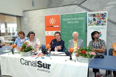 El periodista José Antonio Luque con los cuatro invitados del viernes.