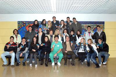 Alumnos de 2º de Bachillerato del IES Gran Capitán de Córdoba durante su visita al hospital