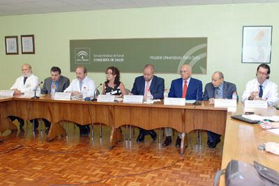 La delegada de Salud y el vicerrector, en el centro, presentaron el programación de este 25 aniversario.