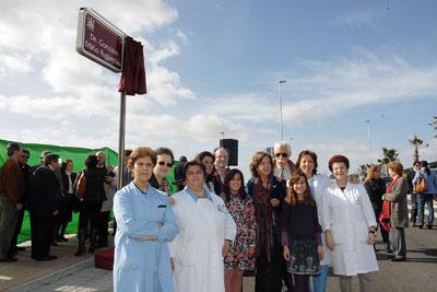 Familiares y compañeros del hospital del médico y director gerente