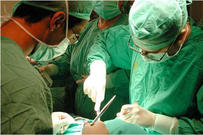 Imagen del desarrollo de una intervención de Cirugía Torácica.