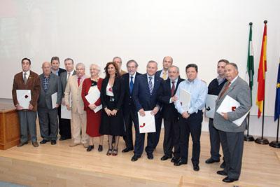 María Jesús Montero con las asociaciones y colectivos homenajeadas