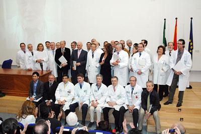 Profesionales que recogieron el distintivo en nombre de toda la plantilla del hospital