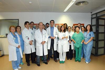 Parte del equipo de profesionales que participa en la atención del paciente que ha recibido el corazón artificial.