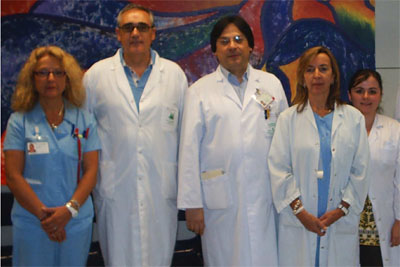 El doctor Paniagua, en el centro y a la derecha, junto a algunos de los investigadores.