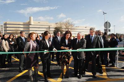 Las autoridades inauguran el nuevo helipuerto en el Hospital Reina Sofía.