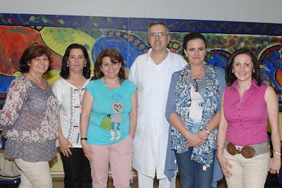 El doctor Pérez Navero junto a las organizadoras y docentes del curso