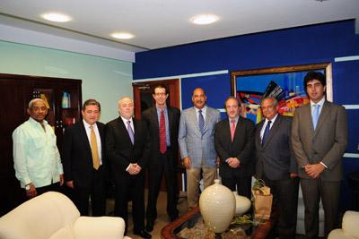 El ministro de Salud dominicado, en el centro, junto a otros responsables sanitarios de ambos países.