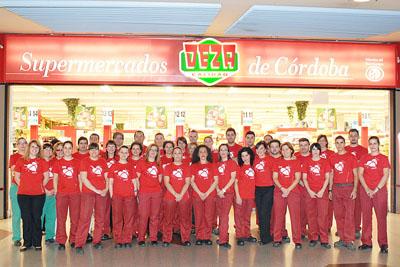 Trabajadores de la cadena de supermercados DEZA lucen la camiseta de la donación de órganos