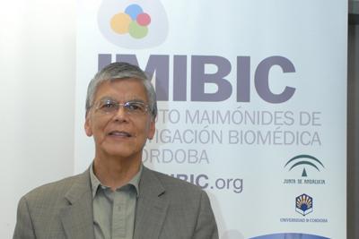 El profesor Ojeda durante su intervención en los seminarios del IMIBIC