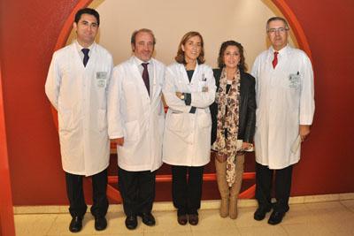 La delegada de Salud, con pediatras y el gerente del hospital.