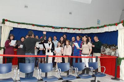 Los integrante del coro Ziryab animaron a pacientes y profesionales.